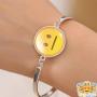 neutral-emoji-armband-om-arm