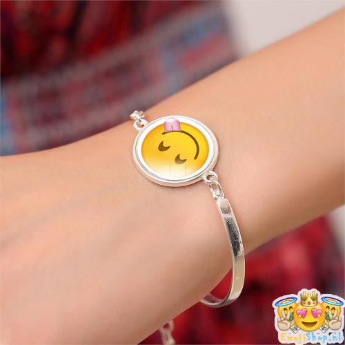 silly-emoji-armband-om-arm-2