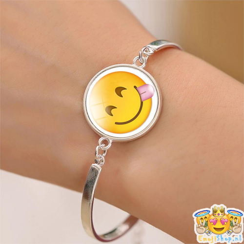 silly-emoji-armband-om-arm